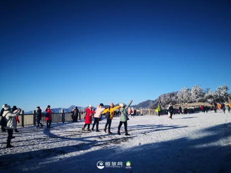 西岭雪山春节游客人气旺,冰雪新年深入人心